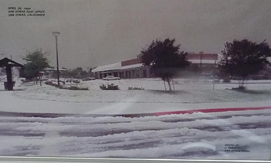 Picture of the 1994 Snow Day at the San Dimas Post Office